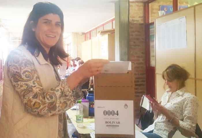 Alejandra Andrés votó en el CEC 801