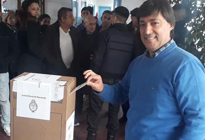 Alejandro Acerbo votó en la mesa 1