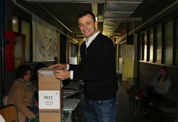 Bali votó en el ex Colegio Nacional