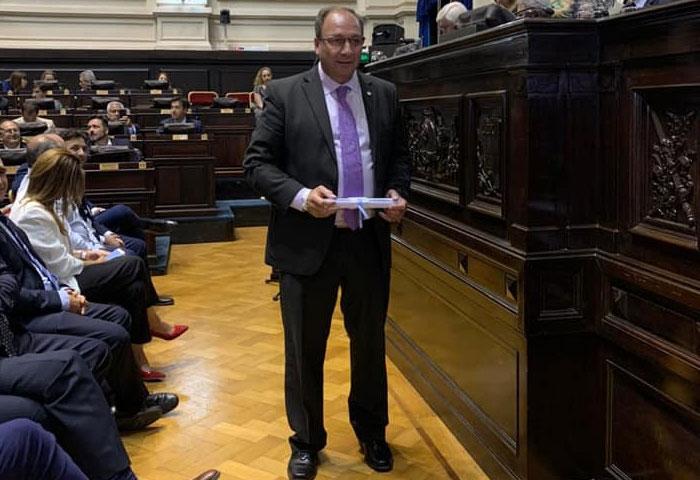 Capra recibió su diploma como intendente