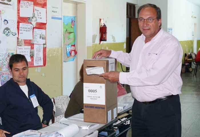 Capra votó en la Escuela 24