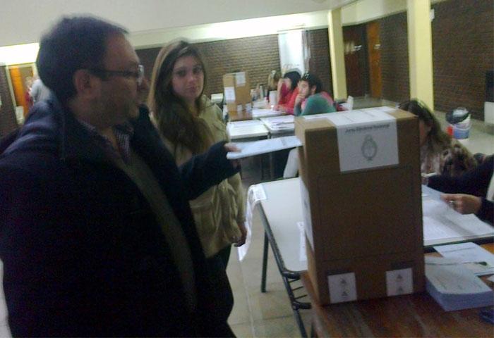 Castillo votó en Urdampilleta