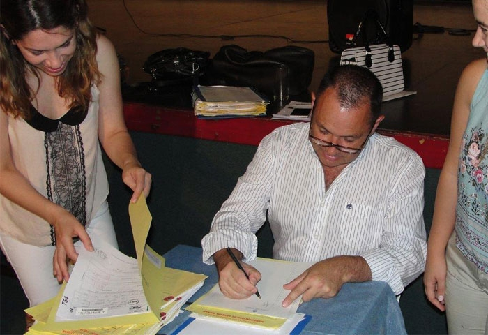 Cellillo firmó más de 60 escrituras