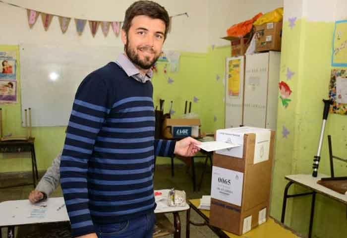 Cenizo votó en la Escuela 52
