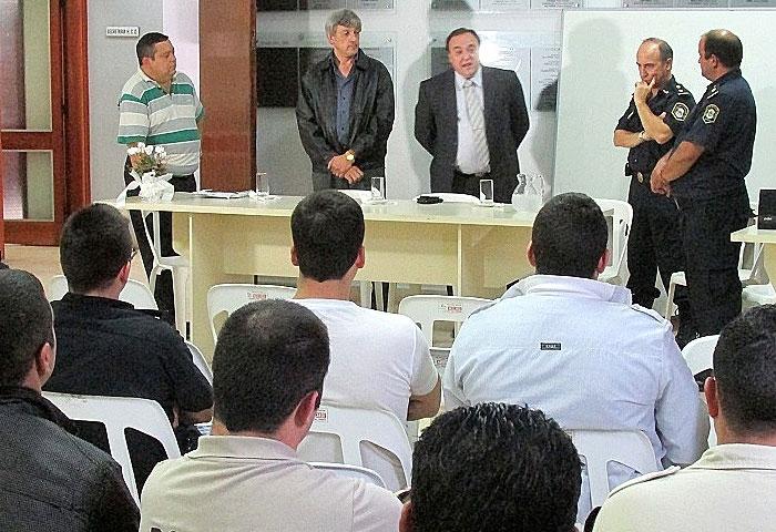 Cortés apoya la capacitación policial