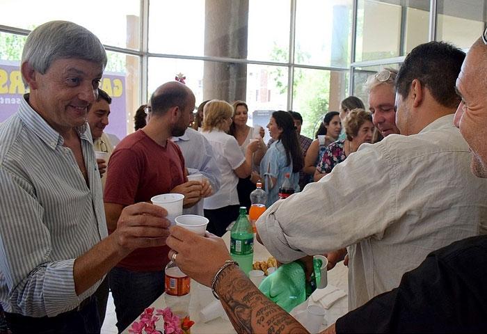Cortés brindó con los empleados municipales