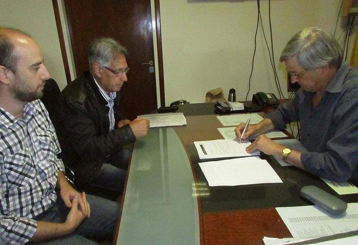 Cortés firmó un convenio con Hidráulica