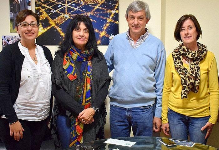 Cortés recibió a autoridades de Educación