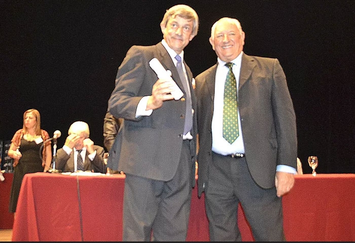 Cortés recibió su diploma de intendente