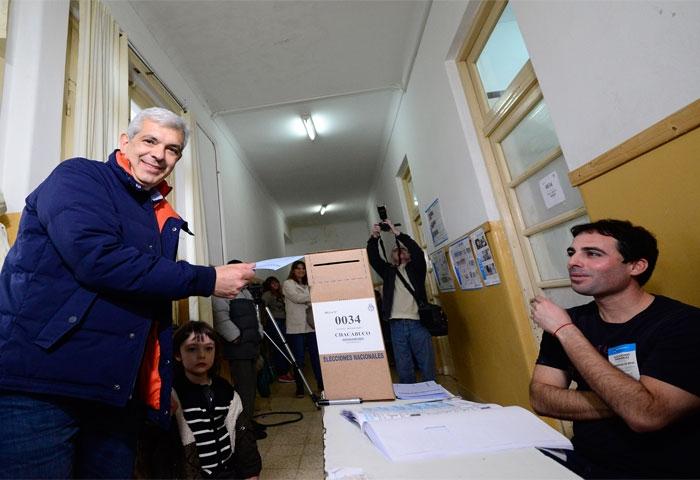 Domínguez votó en la Escuela N° 3 de Chacabuco