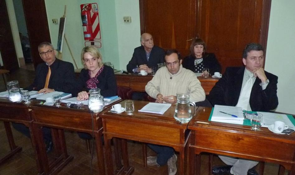 El Concejo aprobó el aumento de tasas y de sueldos