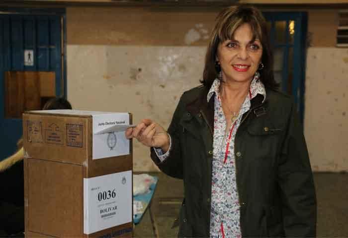 Griselda votó en la Escuela Nº 1