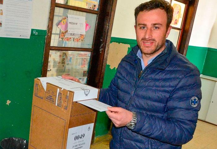 Hernán Ralinqueo votó en la Escuela 5