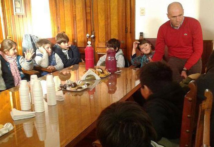 Hernando recibió a alumnos de la Escuela 35