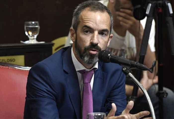 Jáuregui pide extender la licencia por parternidad