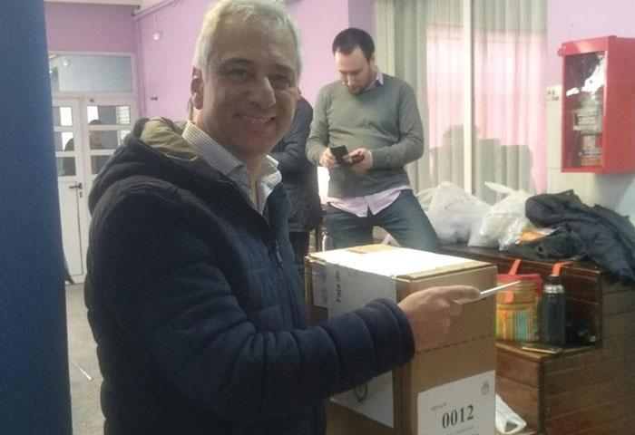 José Eseverri votó en la Escuela 8