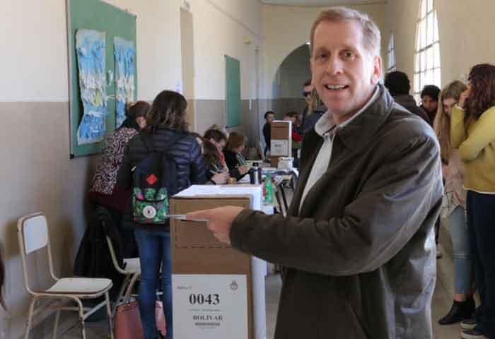 Mariano votó en la Escuela Nº 2