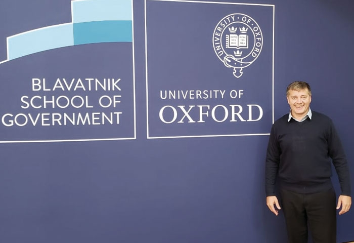 Morán viajó a Oxford, Inglaterra