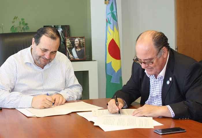 Pagola firmó convenio con Exaltación de la Cruz