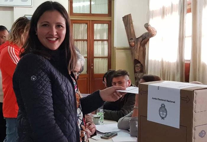 Patricia Oroz votó en la Escuela 9