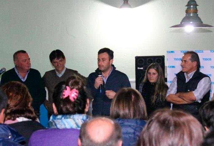 Ralinqueo presentó a sus candidatos en Pedernales