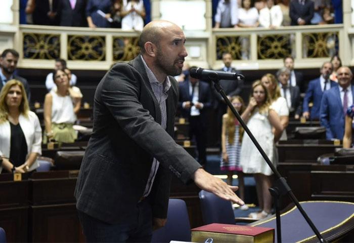 Valicenti juró por un nuevo período como diputado